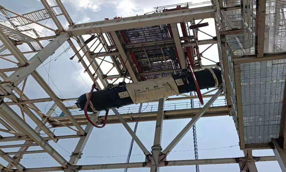 中国能建江苏电建三公司PC总承包重庆钢铁煤气综合利用发电项目1号炉汽包就位